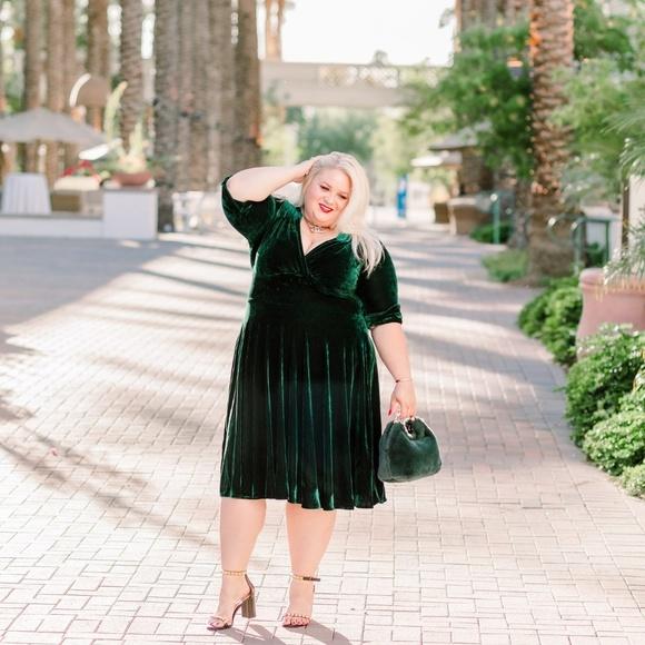 Dresses & Skirts - Designer brand velvet dress in green